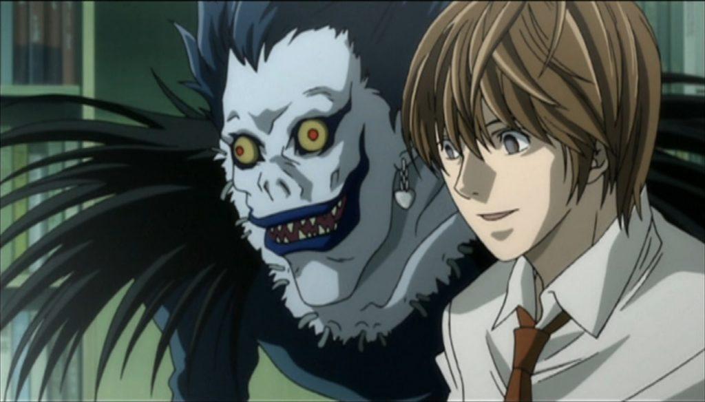 Light Yagami y Ryuk, el shinigami, de Death Note, frente a L